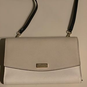 Kate Spade wallet crossbody. Removeable strap.